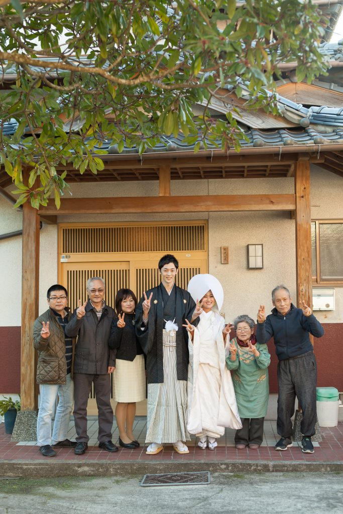 白無垢、綿帽子、自宅、祖父母宅、家族、祖父母と、集合写真、の前撮りフォト