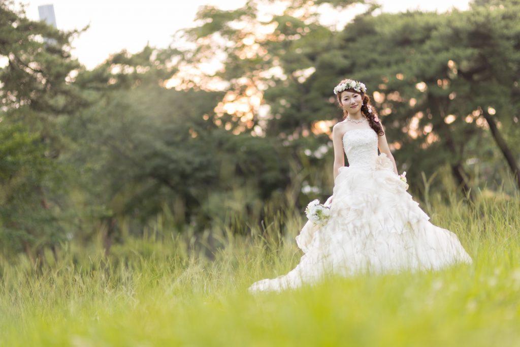 白ドレス、森、夕日、の前撮りフォト