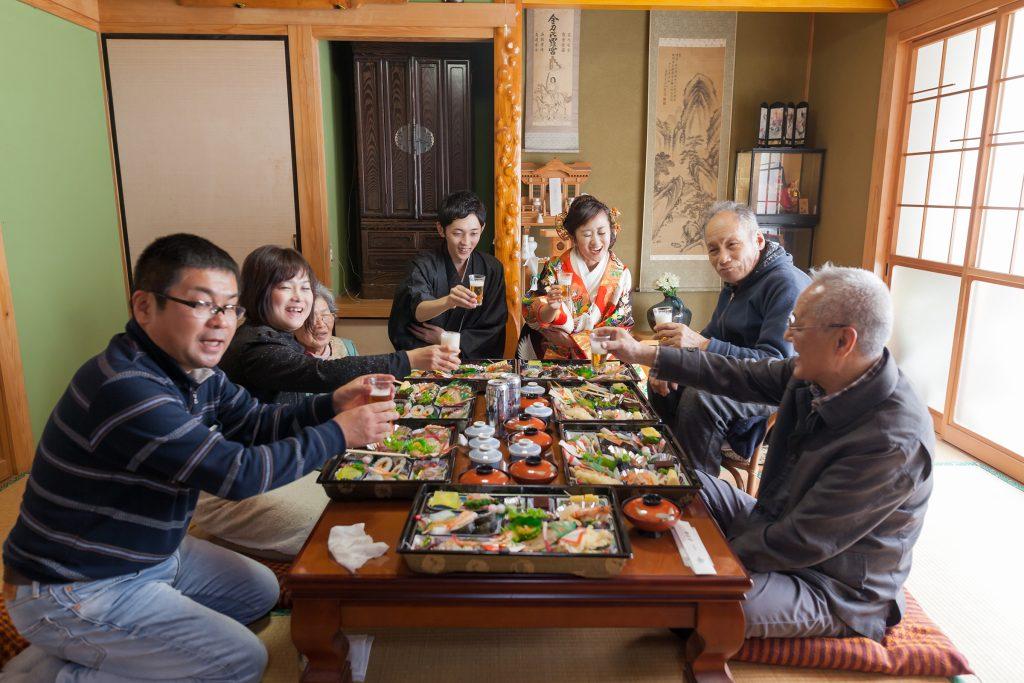 色打掛、自宅、祖父母宅、家族、祖父母と、集合写真、の前撮りフォト