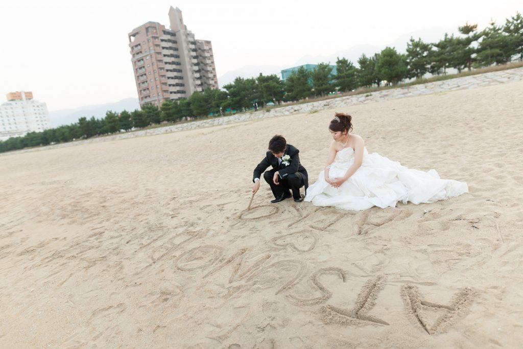 白ドレス、海、オフショット、の前撮りフォト