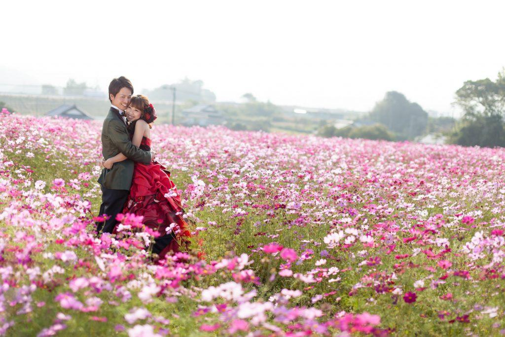 カクテルドレス、季節の花、の前撮りフォト