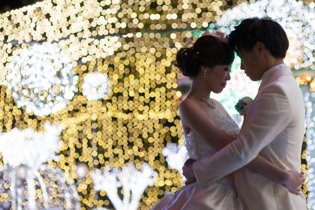 白ドレス、イルミネーション、ナイトロケ、の前撮りフォト