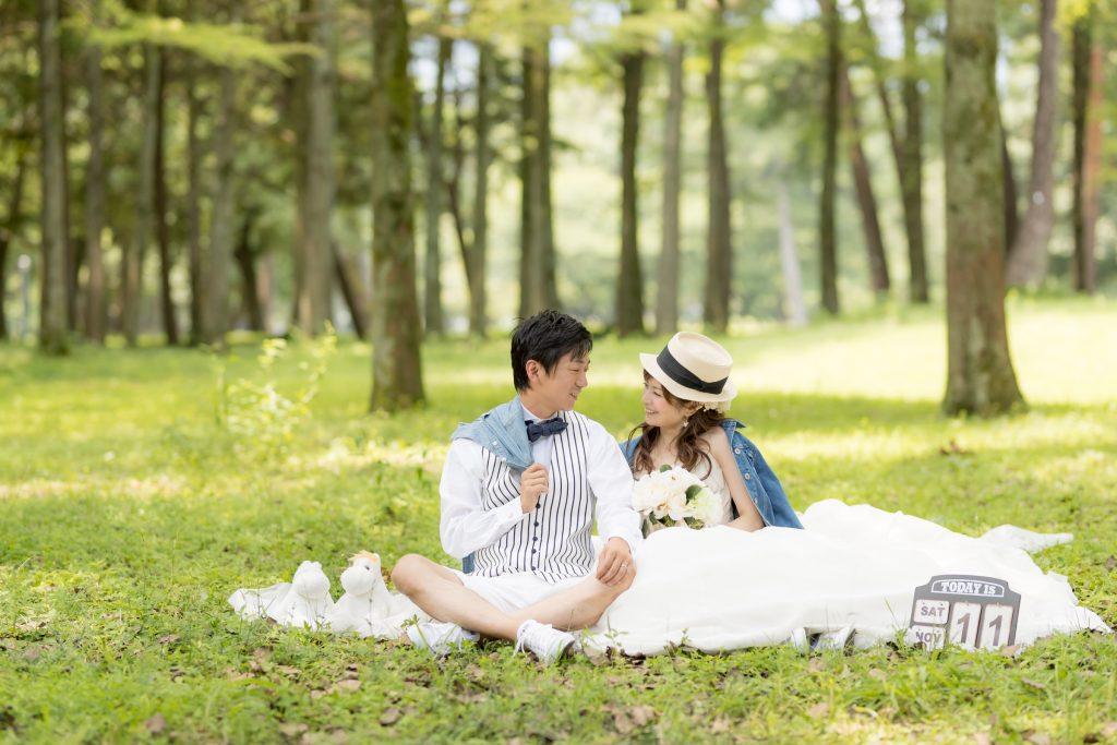 白ドレス、撮影小物、森、の前撮りフォト