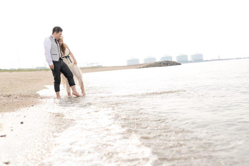 白ドレス、夕焼け、海、の前撮りフォト