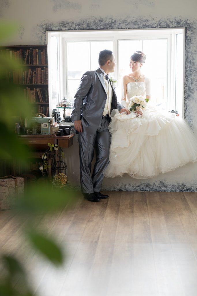 白ドレス、スタジオ、の前撮りフォト