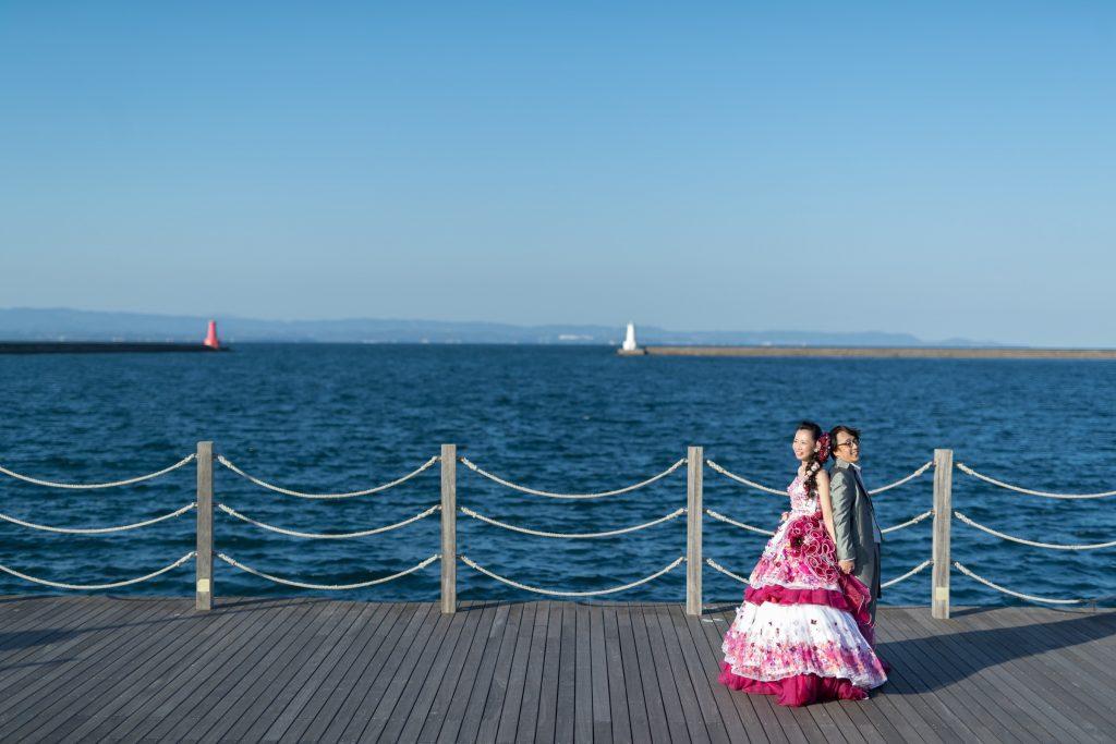 カクテルドレス、青空、海、の前撮りフォト
