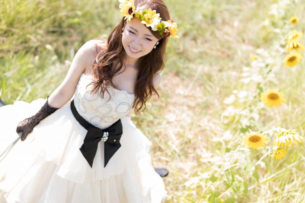 白ドレス、撮影小物、花、の前撮りフォト