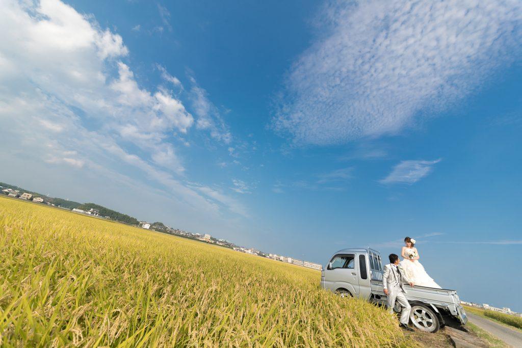 白ドレス、青空、の前撮りフォト
