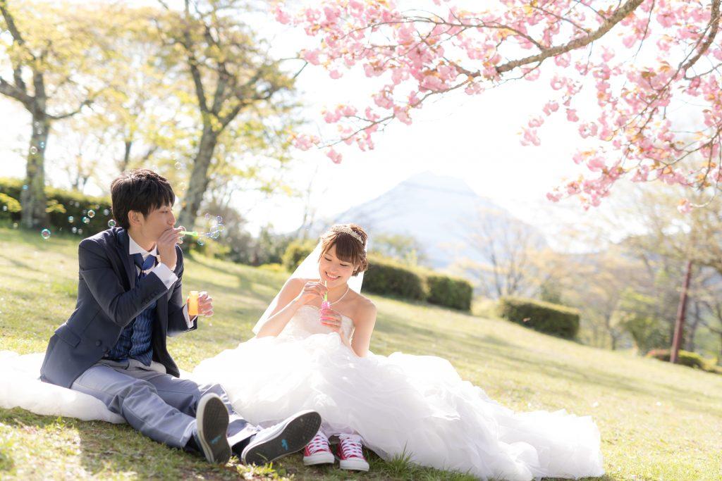 白ドレス、撮影小物、桜、の前撮りフォト