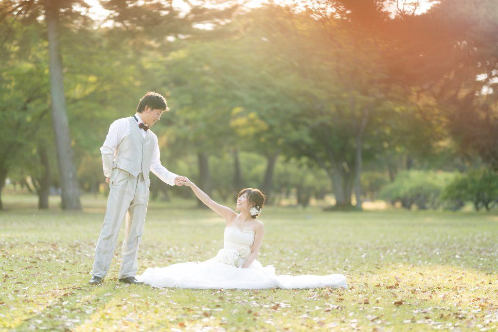 白ドレス、森、新緑、の前撮りフォト
