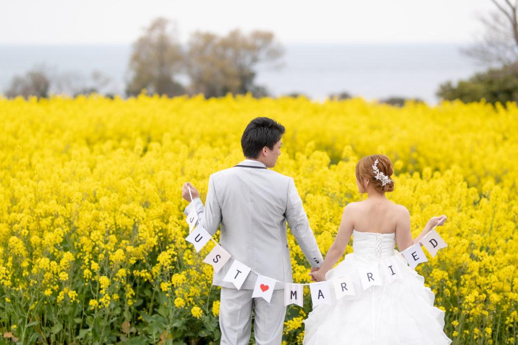 白ドレス、季節の花、の前撮りフォト