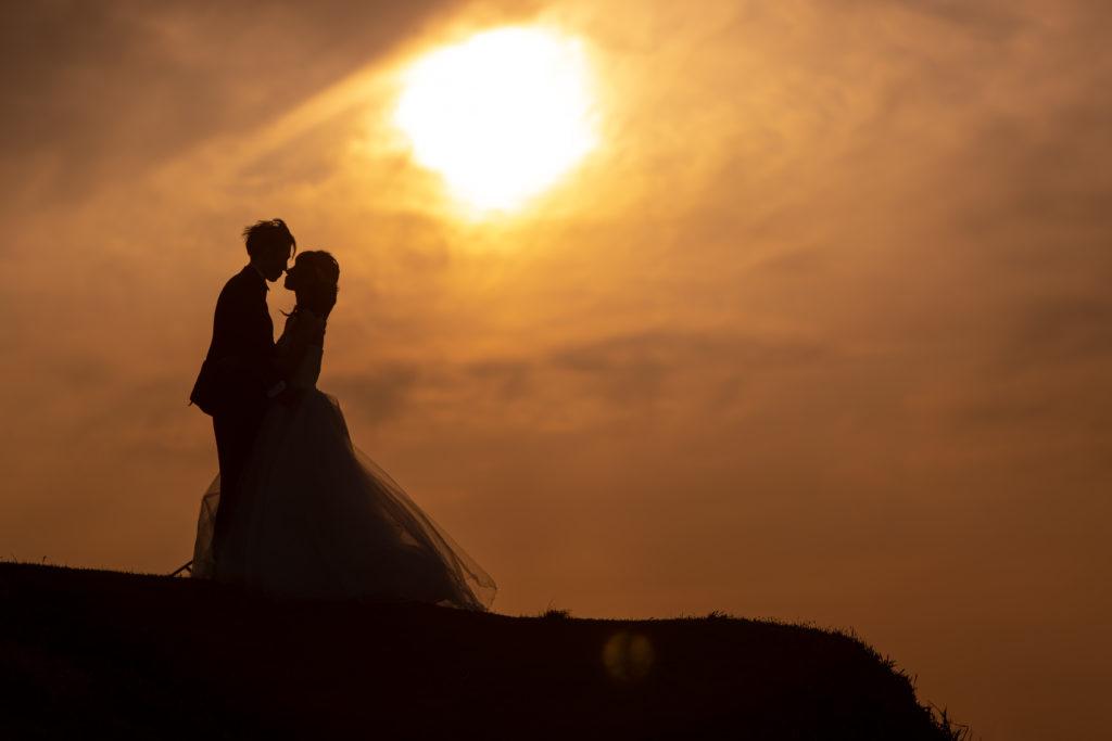 白ドレス、夕日、の前撮りフォト