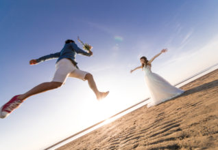 前撮り&フォトウエディングで人気のポーズや構図ご紹介!ドレス編