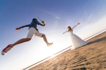 前撮り&フォトウエディングで人気のポーズや構図ご紹介!ドレス編:サムネイル